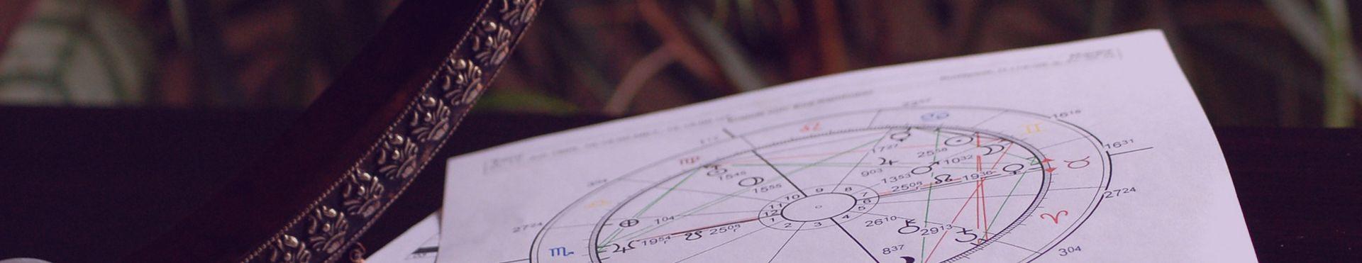 Photographie d'un thème astral utilisé pour la guidance astrologique